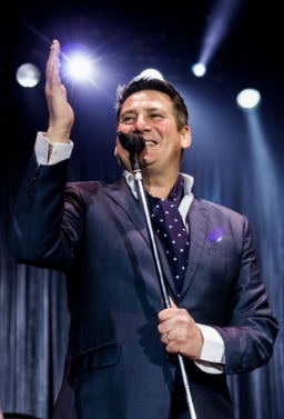 BUS X TONY HADLEY IN CONCERTO A TAORMINA In Bus Sharing Partenza: Palermo - Villabate - Bagheria - T.Imerese - €.25.00 + P